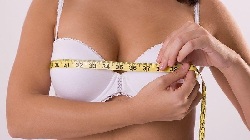 Une augmentation mammaire ou une réduction mammaire